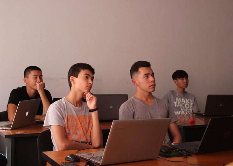 А.Бегалиев: Жыл сайын ондогон окуучулар чет өлкөлүк окуу жайлардын гранттарын утуп алат