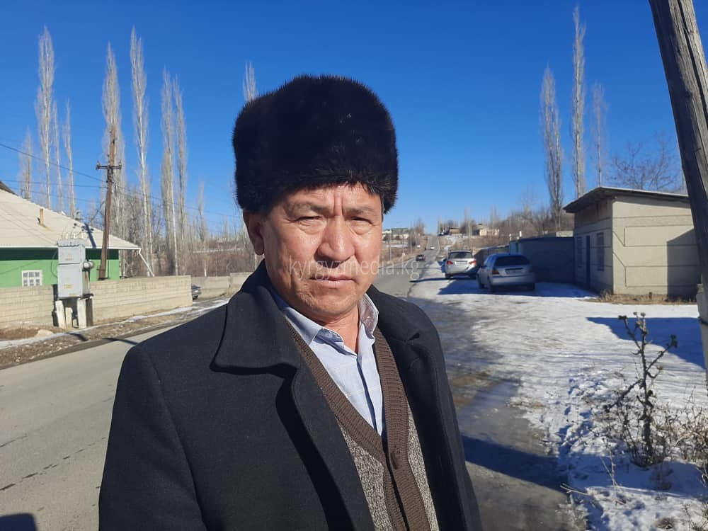 Борбордук айылдын айыл башчысы Матраимов Курсаналинин маалымат берип жаткан учуру