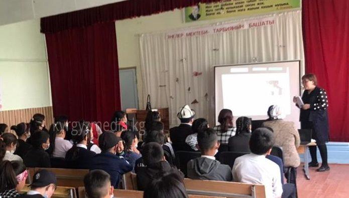 Сокулук районунун Кызыл-Туу айылында медиа сабаттуулукка арналган семинар болуп өттү.