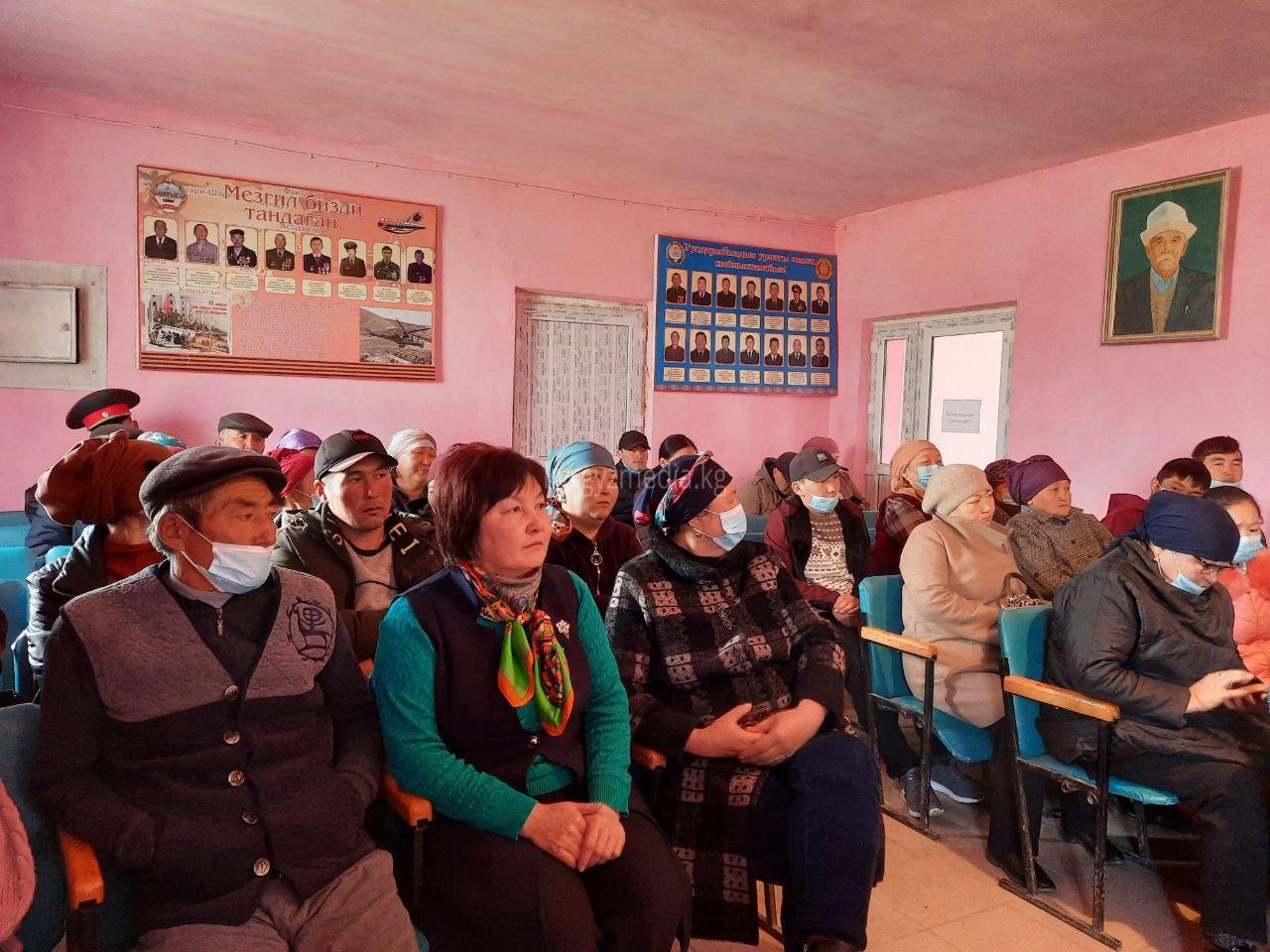 """Ысык-Көл облусунун Тасма айылында """"Шайлоо өнөктүгүндөгү медиа сабаттуулук"""" аттуу семинар болду."""