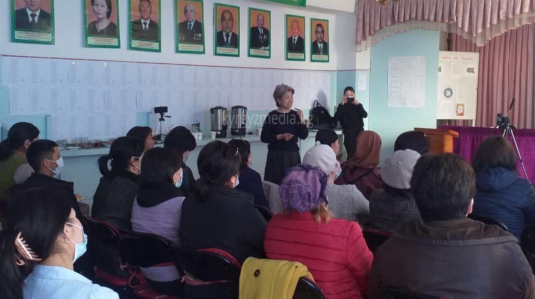 Барчын Мамытбекова Баетов айылында жайгашкан Тун-Ук жамааттык мультимедиа борборунун жетекчиси