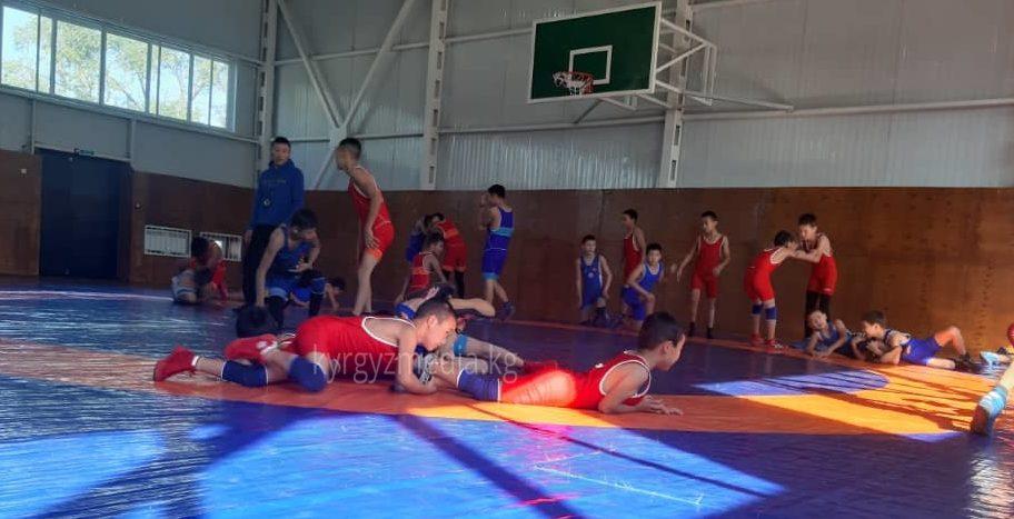 Спорт мектебиндеги балдар машыгуу учурунда